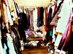 this clutter isn't in my wardrobe but my head totally feels like that sometimes...